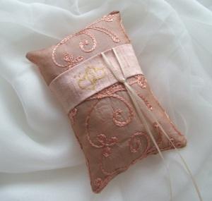 fiona stolze hand made silk ring pillow